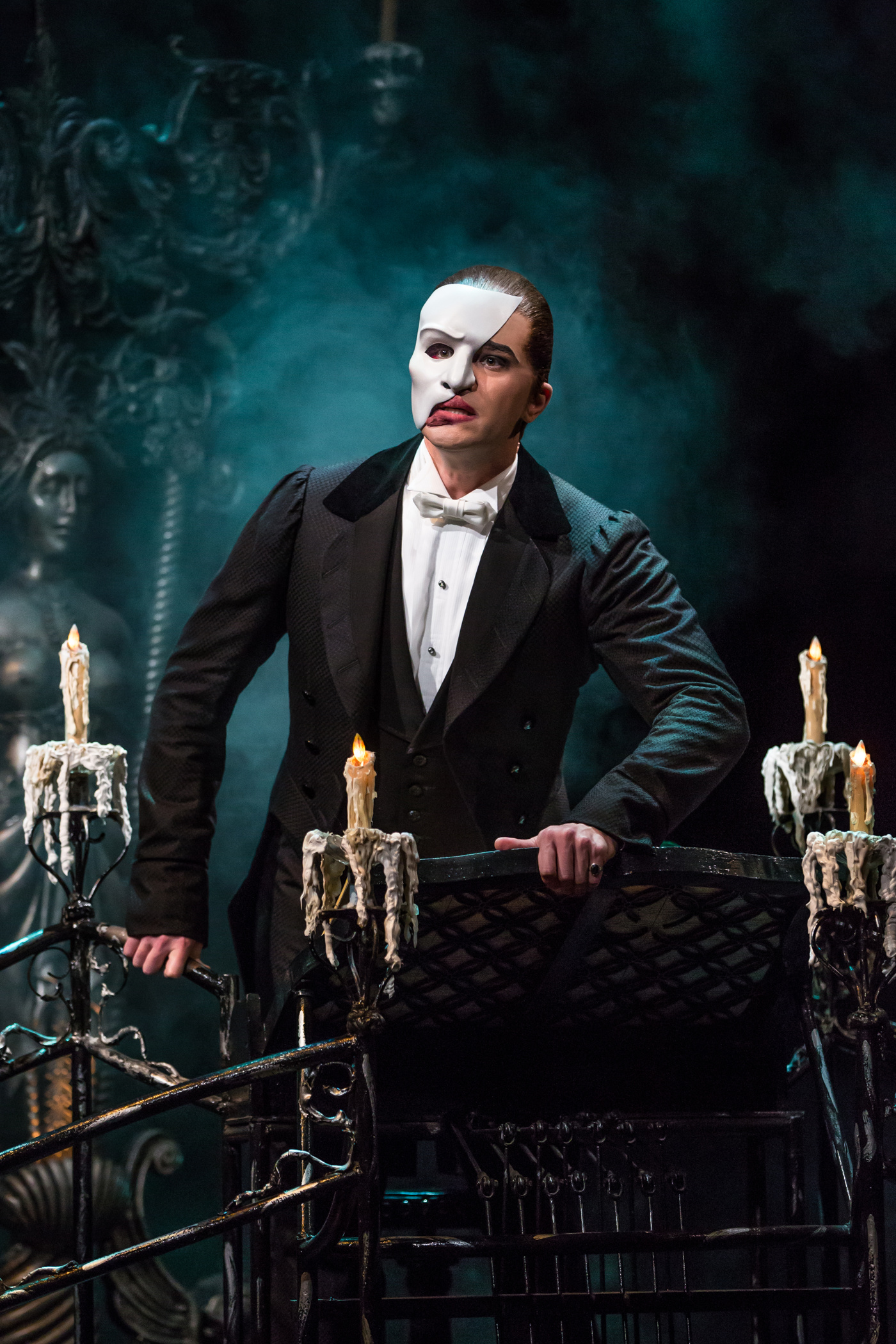 The Man Behind The Mask Meet Andrew Nelson The Phantom Of The Opera S Dresser Broadway Buzz Broadway Com
