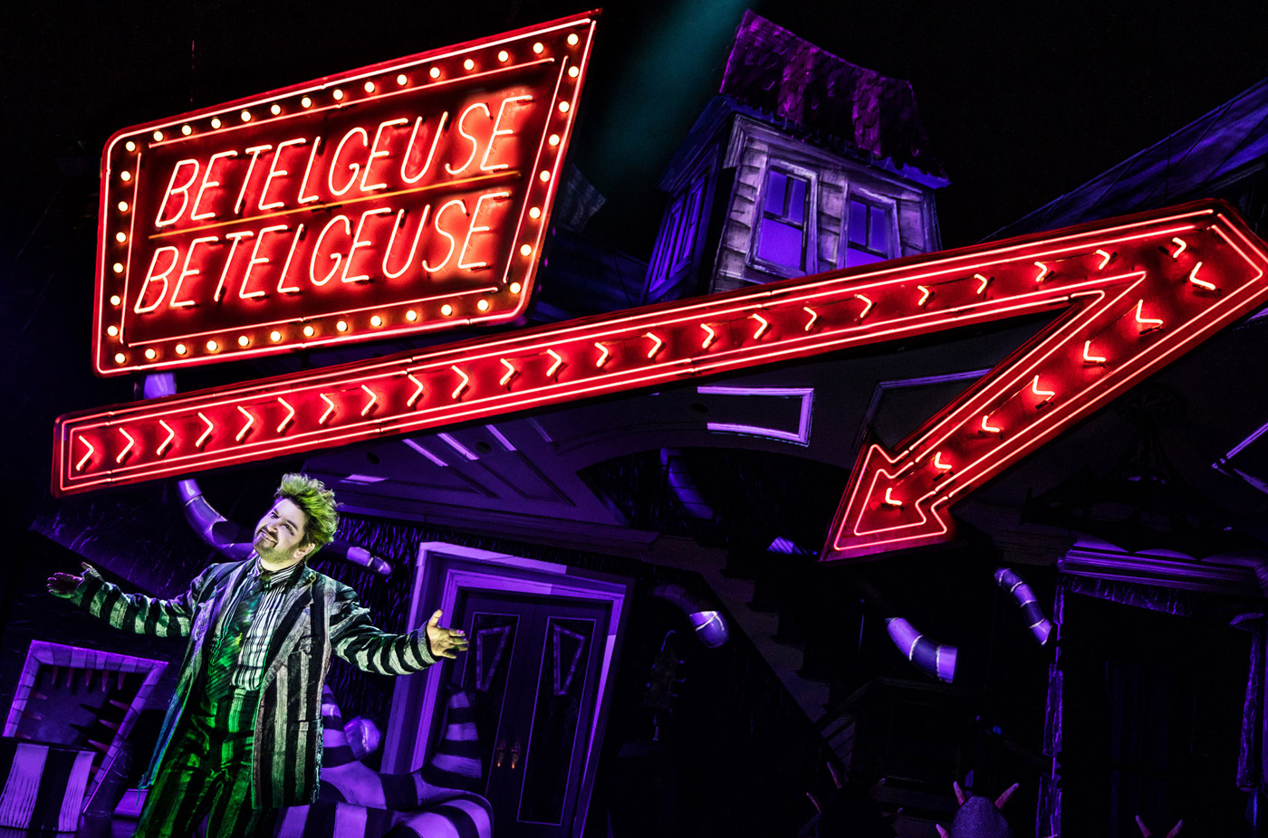 Alex Brightman on Beetlejuice Being a 'Secret Society' on Broadway, Perfecting His Ghostly Character & More