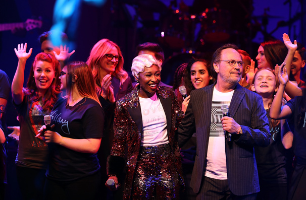 An epic finale! Cynthia Erivo, Billy Crystal and the full company for Hillary Clinton's Broadway fundraiser unite onstage.(Photo: Justin Sullivan/Getty Images)