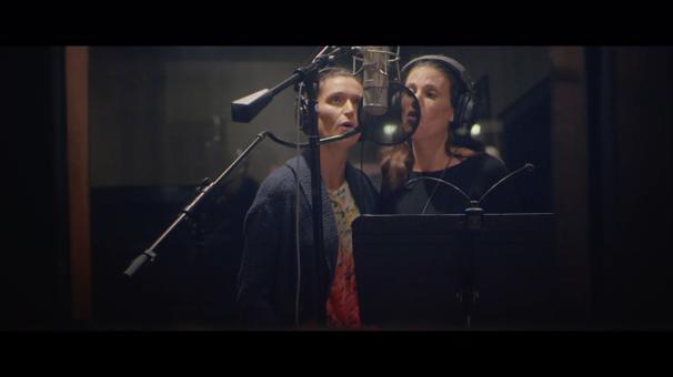 Watch Idina Menzel & Her Sister Duet on 'Never Never Land' from Peter Pan