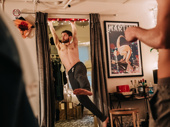 Kyle Soller does some pre-show pull-ups.