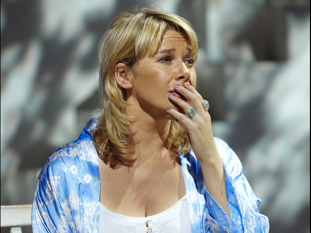 She's a Super Trouper! West End Veteran Linzi Hateley Will Return to London's Mamma Mia