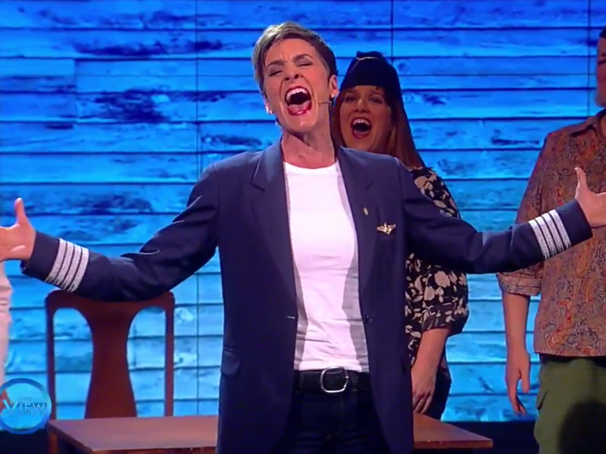 Watch Come From Away Tony Nominee Jenn Colella Sing the Powerful 'Me and the Sky'