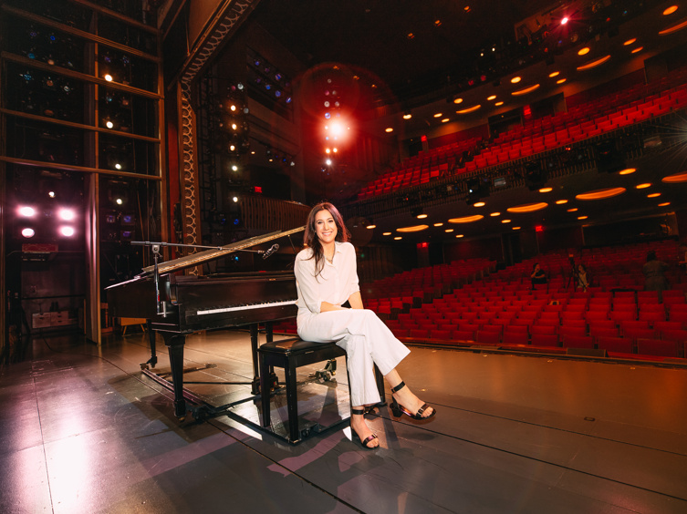 See Vanessa Carlton Go Behind the Piano Before Making Her Broadway Debut as Carole King in Beautiful