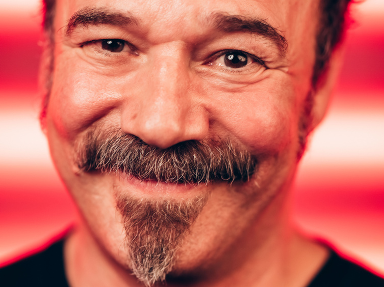 Moulin Rouge!'s Danny Burstein on His Failed Attempt at Painting Nails, Singing Sia & More