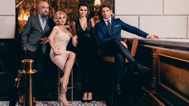 Eric Anderson, Orfeh, Samantha Barks and Andy Karl play Mr. Thompson, Kit De Luca Vivian Ward and Edward Lewis, respectively.