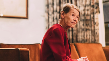 Glenda Jackson plays the tragic monarch. See her at the Cort Theatre!