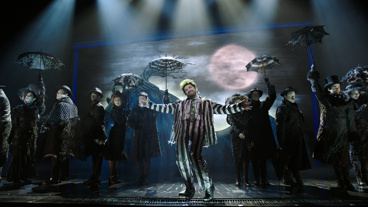 Watch Alex Brightman, Sophia Anne Caruso and More in Beetlejuice Show Clips