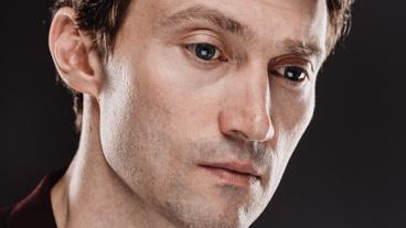 Bryce Pinkham plays Senator Robert F. Kennedy.