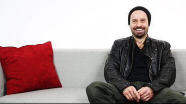 Les Miserables' Alfie Boe on Irritating Javerts, Carrying Nick Jonas & 'Fat Bottom Girls'