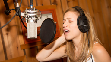 Anastasia star Christy Altomare belts it out.